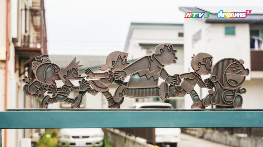 Những biểu tượng chỉ dẫn dọc đường đến bảo tàng Fujiko Fujio