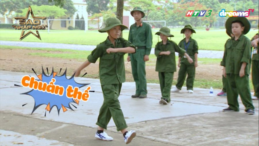 Nhật Minh được khen rằng động tác không chỉ đẹp mà còn dứt khoát, mạnh mẽ, nhờ vậy đã mang về điểm thưởng cho tiểu đội nam.